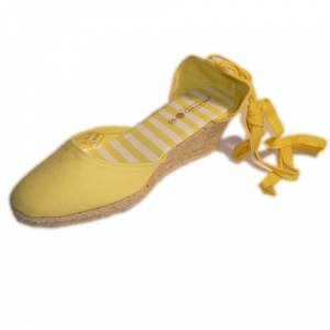 Tallas 35-39 - Valenciana tacón Cerrada Amarilla suela rayas Talla 38 (PDE) Y104607 (Últimas Unidades)